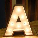letra decorativa luz