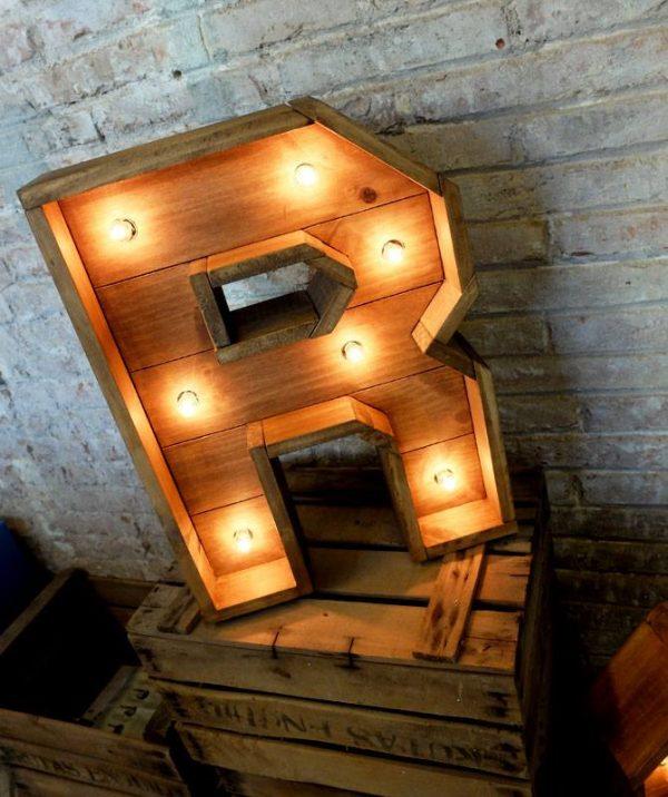 letra R madera