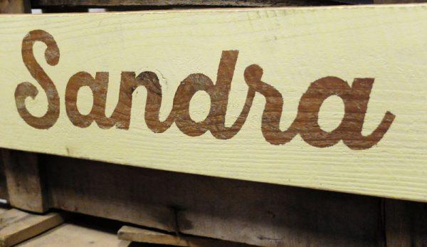 nombre sobre madera