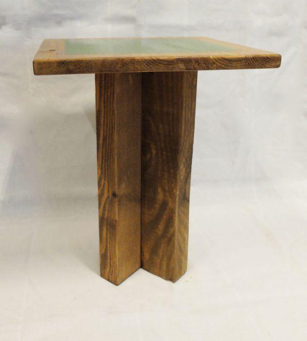taburete bajo de madera